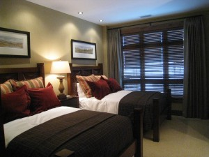 one steamboat place guest bedroom
